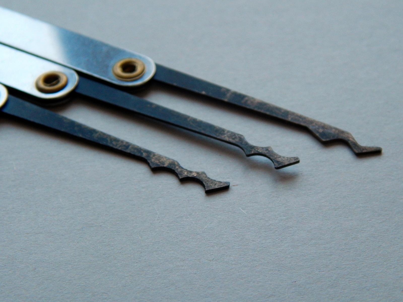► Diese Lockpicking Werkzeuge funktionieren am besten, wenn du sie aus dem Zylinder hinaus und wieder hinein bewegst